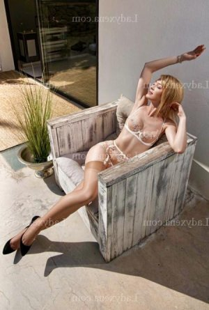 Eudeline fille libertine escort massage érotique