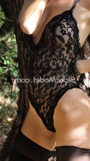 Ayoko massage naturiste escort fille libertine à Sully-sur-Loire 45